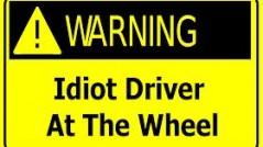 idioti la volan