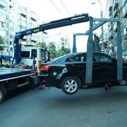 Maşinile parcate ilegal nu mai pot fi ridicate. Puţină normalitate.